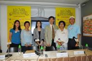 樓瑋群博士(左2)、張兆球博士(右3)、個案分享嘉賓湯先生及葉女士 (右1及2)與其他嘉賓於會後合照