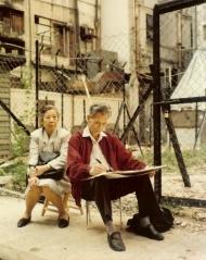 1990年吳冠中在香港李節街寫生