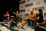 艾堅斯與友人一同演奏,為觀眾帶來不一樣的音樂體驗。