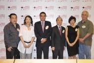 香港電台和國家地理頻道與勝出的四間本地獨立製作公司將以一年的時間及世界級的製作水平炮製四集紀錄片,將香港的特色面貌展現給全世界。「香港看世界」電視紀錄片外判計劃由創意香港及香港賽馬會慈善信託基金資助。