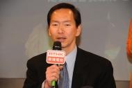 社聯主席陳智思跟參加者交流對貧富懸殊的看法