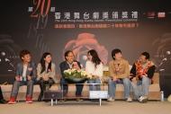 座談會上眾嘉賓(左起: 梁祖堯、彭秀慧、鍾景輝、劉心悠、梁榮忠及陳國邦)就「香港舞台劇超越二十年有冇進步?」為題進行討論,回顧本地劇壇過去多年來的演變並展望將來發展。