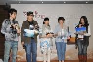 五位節目主持(左起):陳家樂、何基佑、陳嘉寶、何思諺、文恩澄分享自己親手拍攝的旅遊照片,藉此介紹鐵道沿線風光。