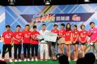 倫敦奧運香港柔道選手張志業代表港隊接受眾歌手送上的打氣心意咭