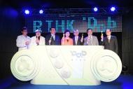 各主禮嘉賓進行祝酒,祝願港台在業界繼續綻放光芒,新拓闊的廣播服務平台為大眾提供更優質的節目。