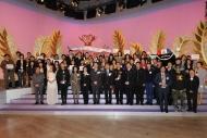 香港電台共有十六個節目獲獎,成績令人鼓舞。製作團隊濟濟一堂分享成果。